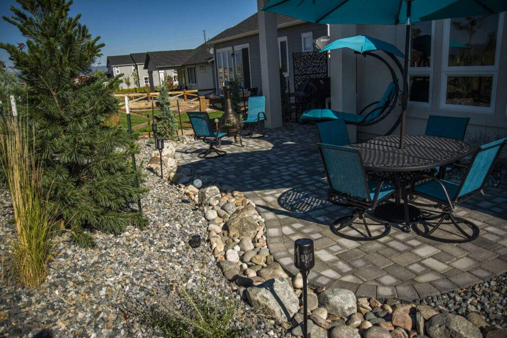 landscape in small space paver patio