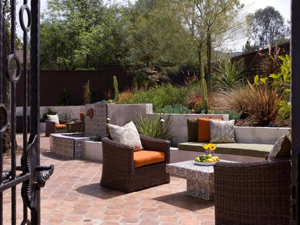 DP_Lori-Dennis-Exterior-Front-Entry-Gate-Garden-Seating_s4x3_lg