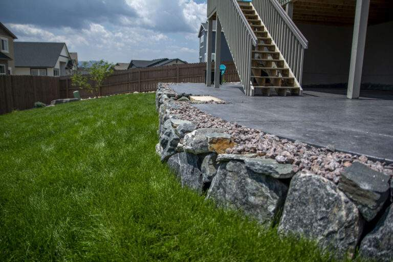 Backyard Turf & Retaining Wall